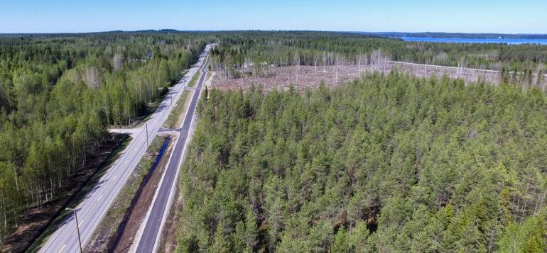 Kevyenliikenteen väylä sijaitsee Parkuantiellä Kontijoen rakennuspaikkojen vieressä.